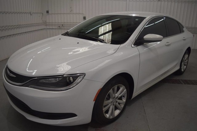 Pre-Owned 2016 Chrysler 200 Touring