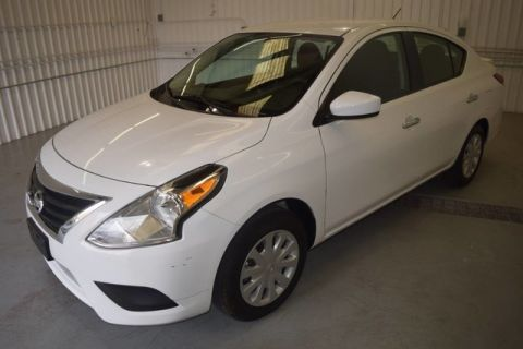 Pre-Owned 2017 Nissan Versa Sedan SV GAS SAVER